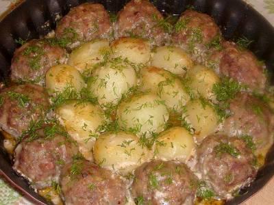 Котлеты с картошкой в сметанно - томатном соусе